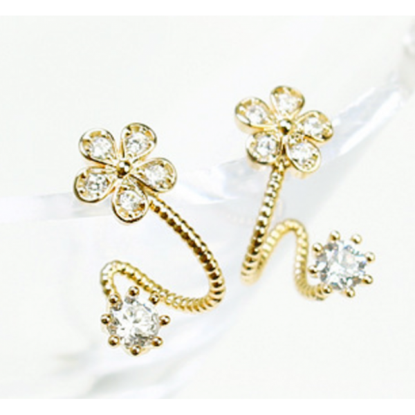 Woman Gold Sweet Diamond Flowers Earrings image