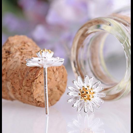 Woman Fashion Daisy Flower Beautiful Small Earrings-Silver image
