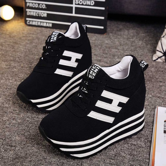 Thick Bottom Muffin Platform Laces Up Sneakers - Black image