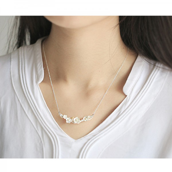 Silver Color Art Flower Modelling Pendant Necklace For Women image